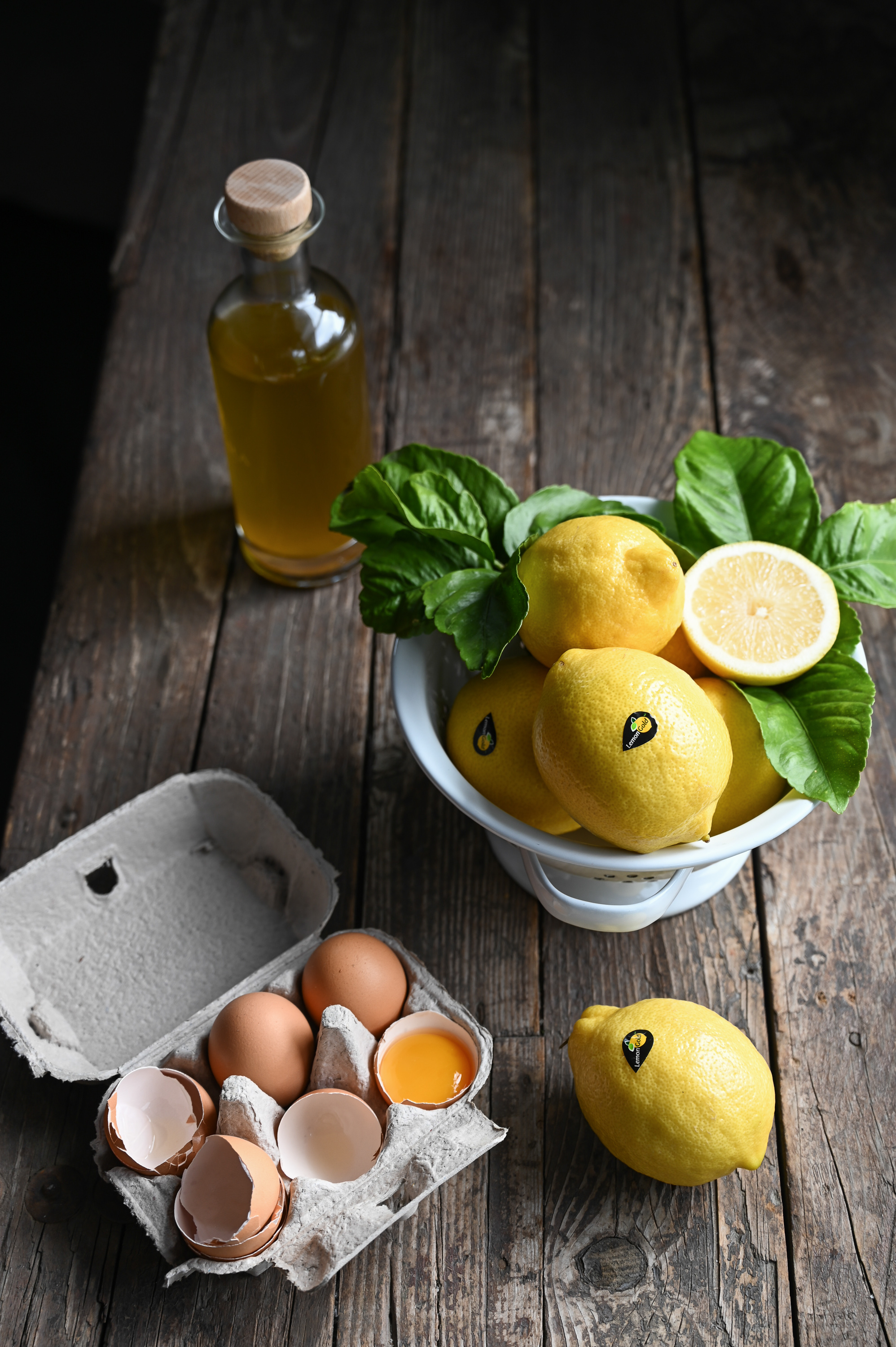 LEMONGOLD, OLIVE OIL AND ALMOND CAKE