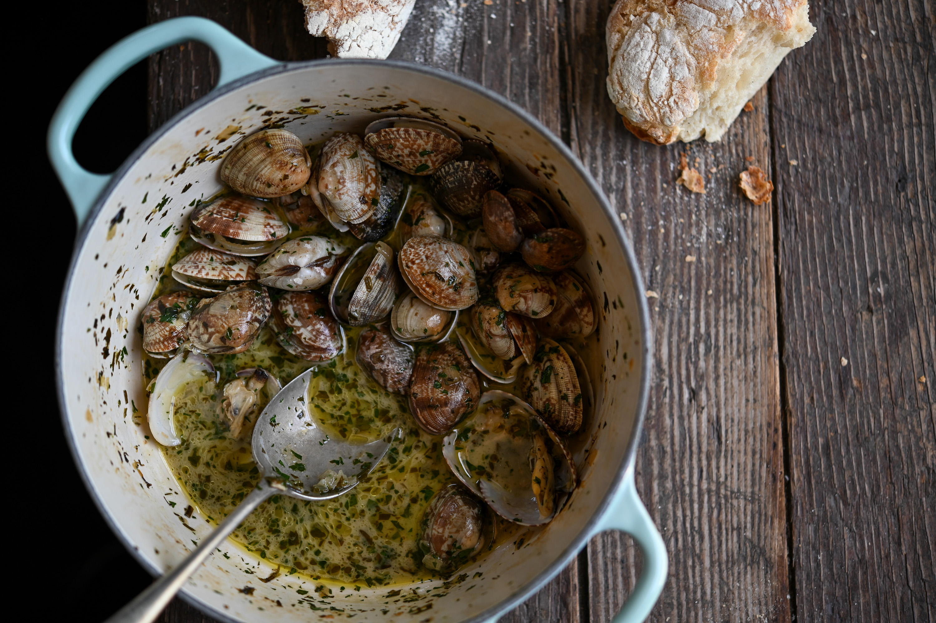 CLAMS IN SALSA VERDE