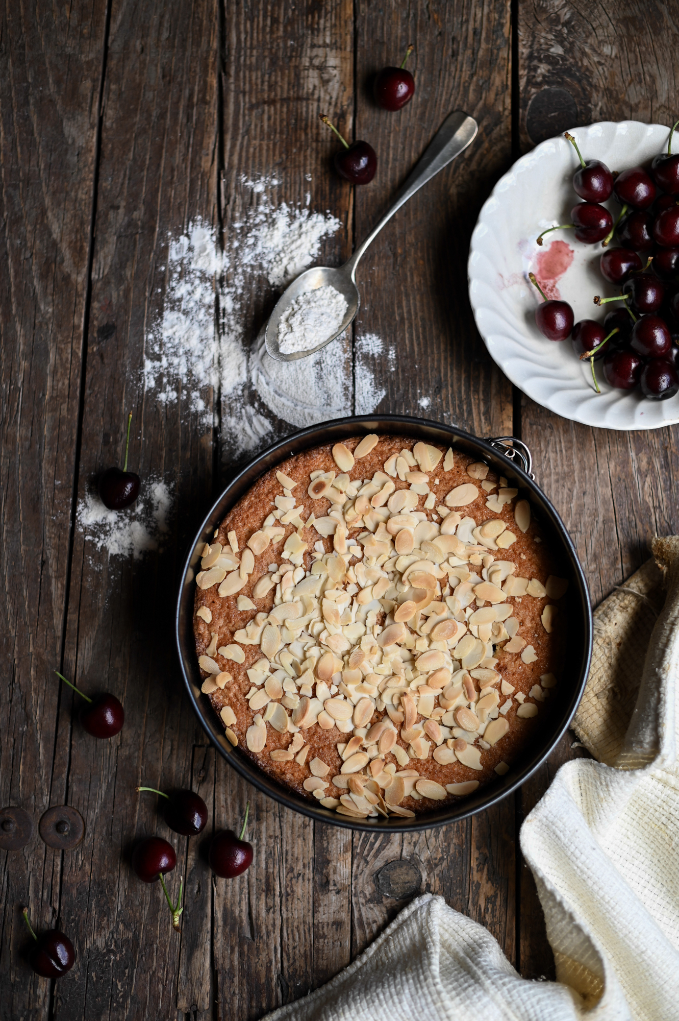 CHERRY AND ALMOND CAKE